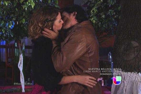 Definitivamente entre ellos hay amor y lo dejaron ver con este beso de d...