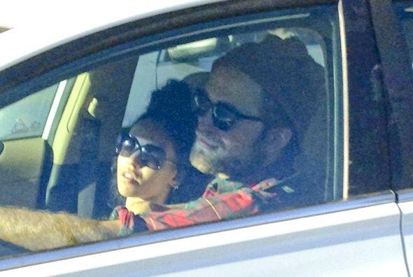 ¿Recuerdan que no hace mucho veíamos a Robert Pattinson muy enamorado de...