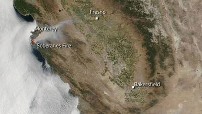 Humaredas en California captadas por la NASA