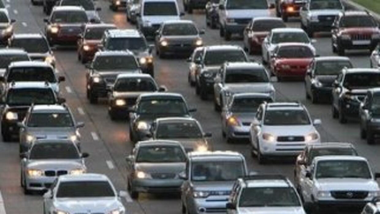 Reportan gran congestión vehicular.