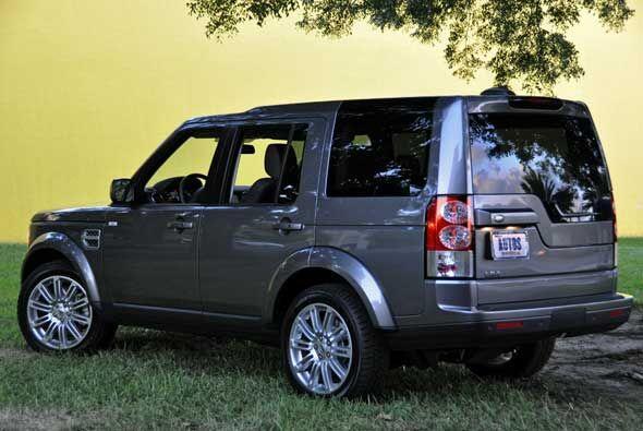 Land rover presentó la nueva generación de la camioneta que era conocida...