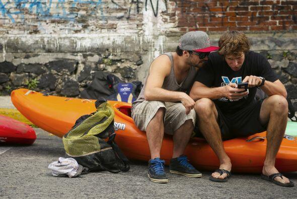 Aquí, Rafa Ortiz y Joel Kowalski chequeando la próxima parada del viaje.