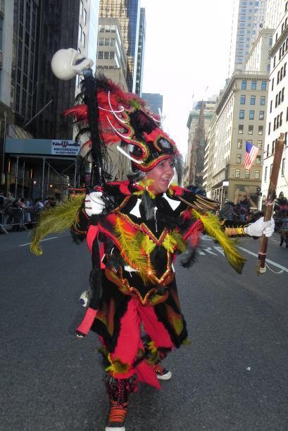 imágenes en el desfile de la Hispanidad a84101c79c8144eea1bb593dcaf56718...
