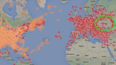 El mapa en tiempo real del sitio PlaneFinder muestra el espacio aéreo uc...