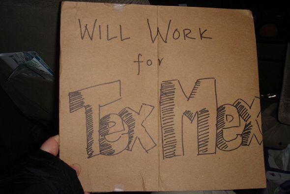 """A los Texicanos nos gusta tanto esta comida que como dice el cartel, """"Wi..."""