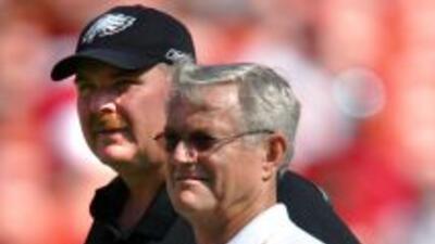 Andy Reid yDick Vermeil en el año 2005, como entrenadores en jefe de lo...