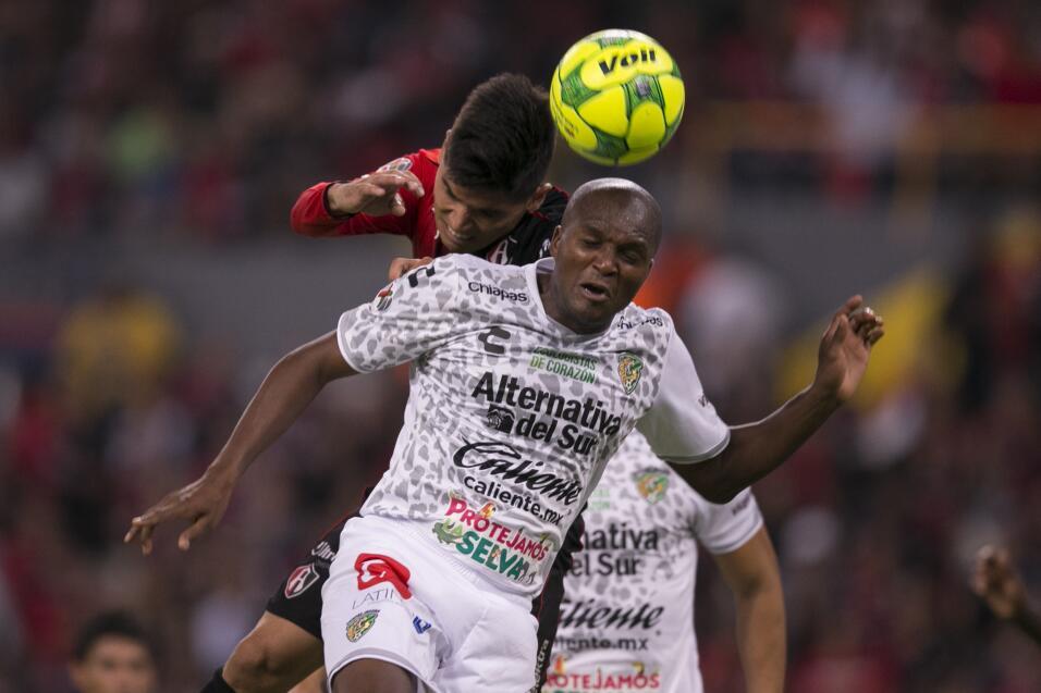 Suplencia: el colombiano Aquivaldo Mosquera (36 años) no juega de...