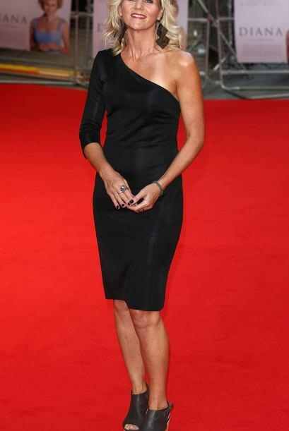 Demasiado sencillo para nuestro gusto el vestido de Linda Barker, tal ve...