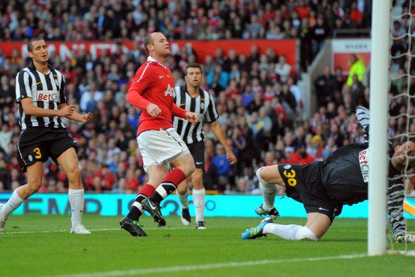 Wayne Rooney abrió el marcador.