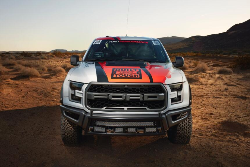 "Ford F-150 Raptor 2017 llega a ""Best in the Desert"" Hero-03-C1.jpg"