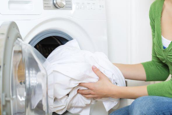 Al lavarlas, procura usar agua caliente y un detergente suave para más e...