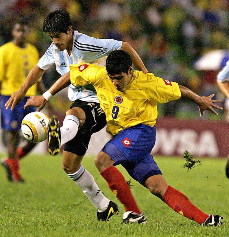 Futbolistas que debutaron como profesionales antes de los 16 años Falcao...