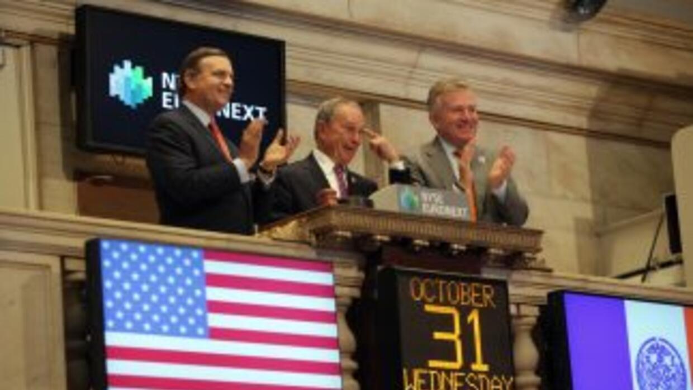 Para celebrar la reapertura de los mercados el alcalde de Nueva York, Mi...