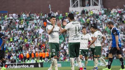 Santos gana a Querétaro y sueña con calificar