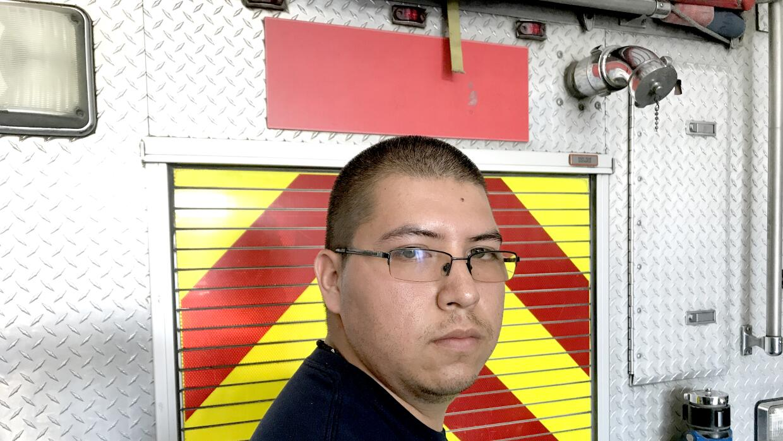 Jesús en la estación de bomberos donde trabaja en el &aacu...