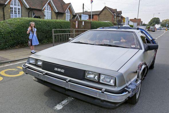 Una gran forma de viajar por las calles es en este increíble DeLorean. ¿...