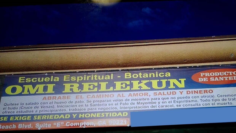 Publicidad de la santería Botánica Omi Relekun en Compton