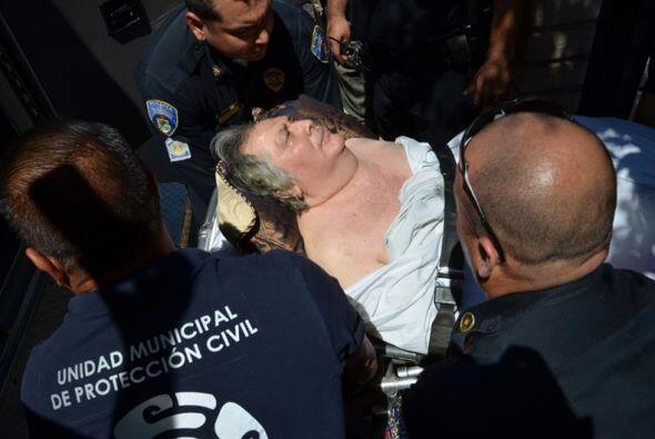 Una persona herida es ingresada a un hospital.