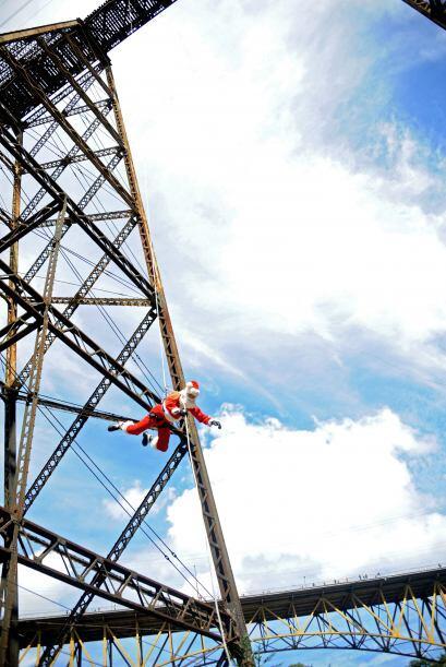Nuevamente Santa desafió las alturas ahora lo hizo en Guatemala, entrega...