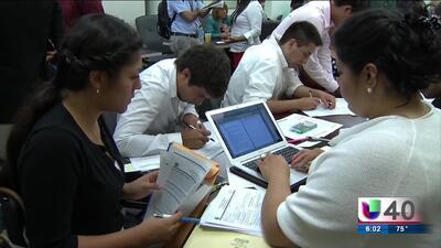 Taller informativo sobre los nuevos reglamentos para obtener la residencia y ciudadanía