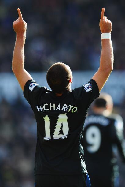 'Chicharito' y sus goles son furor en Inglaterra.