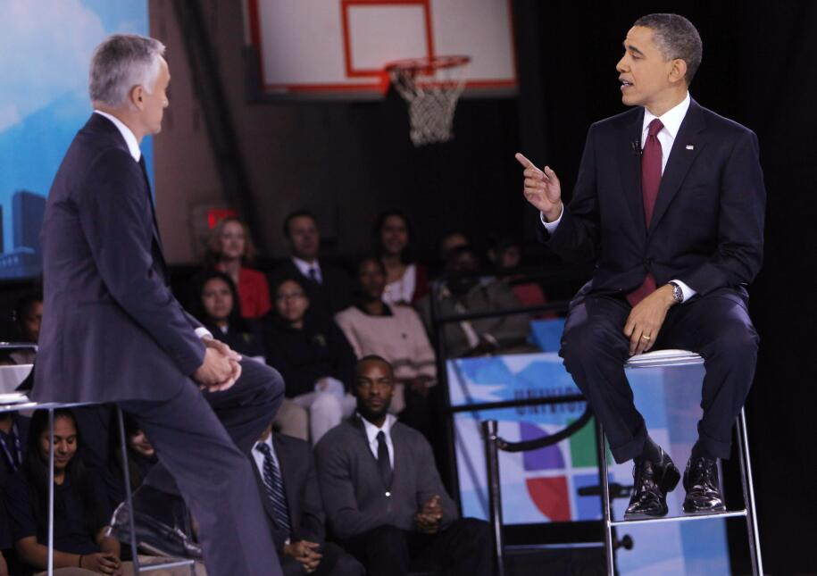 Jorge Ramos pregunta al presidente Barack Obama en un high school multic...