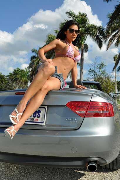 En su visita a Miami, Miss Bikini irá a la playa en busca de sol, agua y...