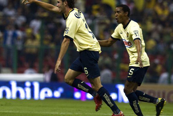8.-Su paso en el América comenzó a mejorar con Miguel Herrera quién le b...