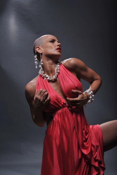 En el último photoshoot con Univision.com apareció con el pelo rapado.