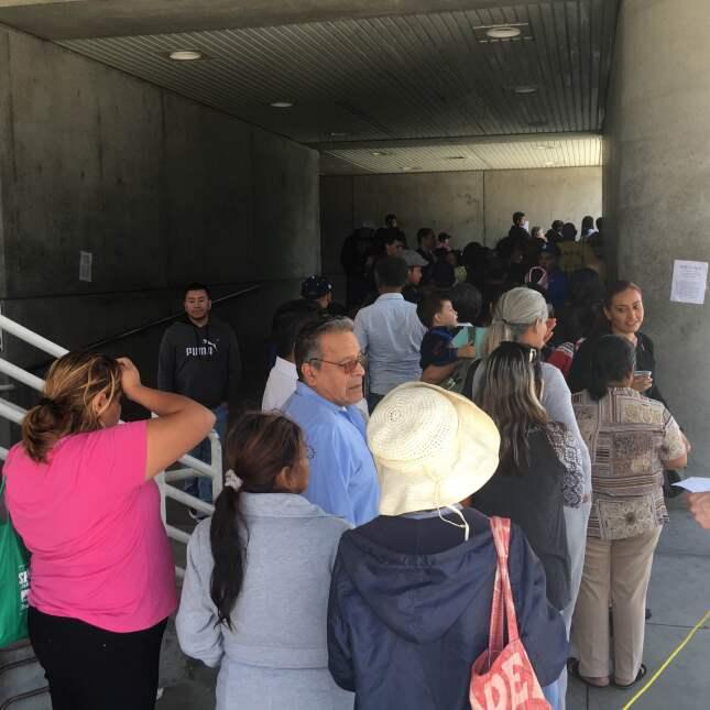 La fila para entrar empezó desde la noche del martes.