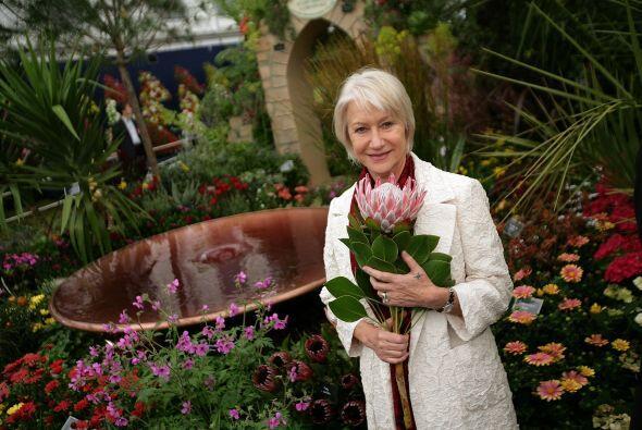 Otras son amantes de la jardinería, las plantas y las flores como la act...