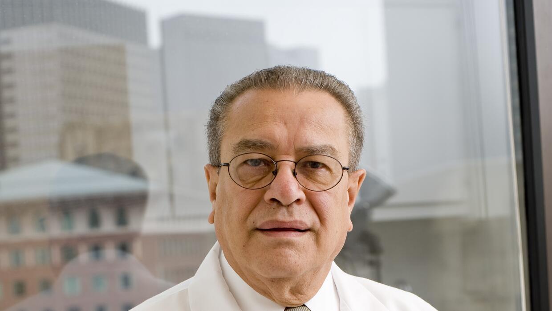Dermatólogo puertorriqueño que colabora con el Boston Health Care for th...