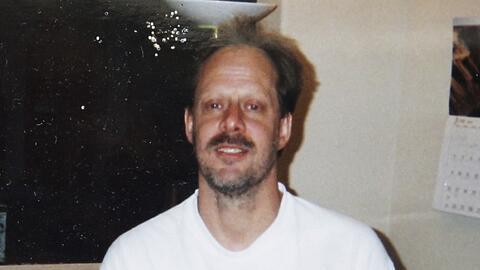 Una vieja fotografía de Stephen Paddock provista por su hermano E...