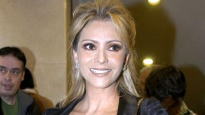 Daniela Castro padece el virus AH1N1 c7bf101fa0a247fdb87cfad7a2f66034.jpg