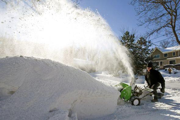 Una potente nevada cubría la región centro occidental y este de Estados...
