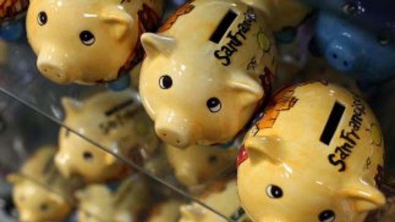 Los hábitos de ahorro de los latinos en Estados Unidos han cambiado con...