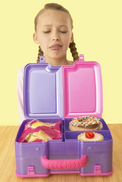 Los alimentos procesados como pasteles, o alimentos dulces, altos en azú...