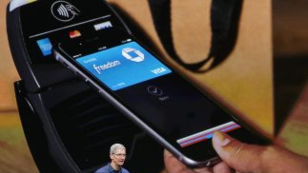 Tim Cook, CEO de Apple, presentando Apple Pay.