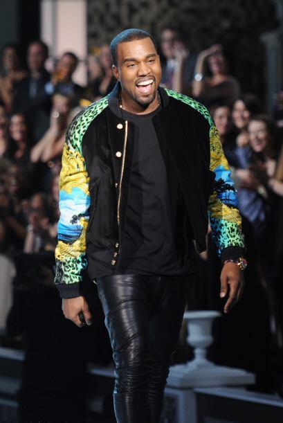 El rapero dio su show e interpretó sus grandes éxitos como 'Runaway', 'T...