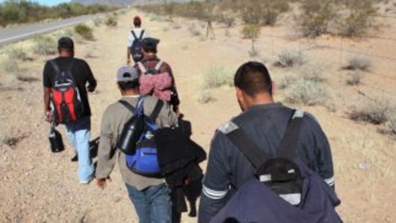 En su intento por entrar ilegalmente a EU, casi dos mil mexicanos han mu...