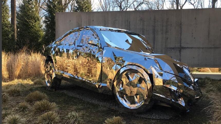 Impactante fotos de una escultura inspirada en accidentes de automóvil S...