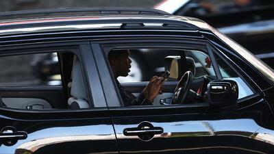 Al menos dos de cada cinco conductores adolescentes envían mensajes de texto mientras conducen