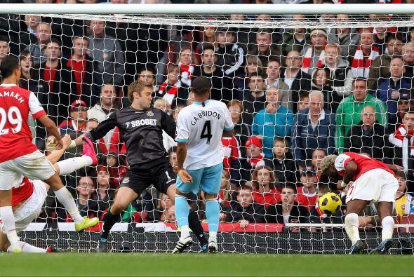 El único gol del partido lo marcó Alexandre Song de cabeza.