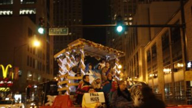 La tradición de las posadas tomó las calles de Chicago en ruta hacia la...