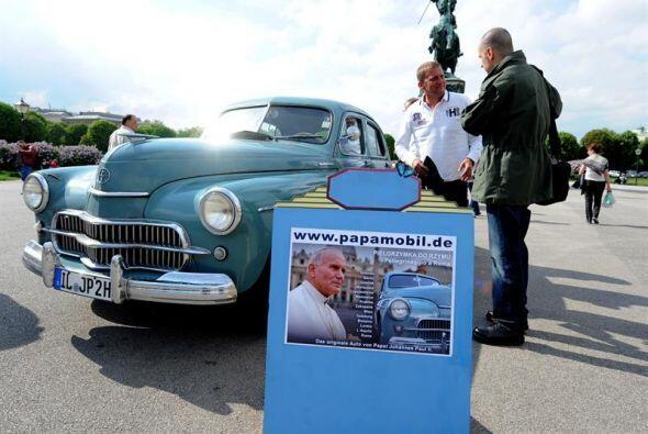 El automóvil de Juan Pablo II. El propietario del coche modelo FSO Warsz...
