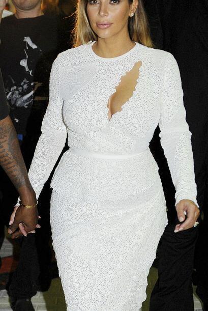 Después de su temporada 'dark' Kim Kardashian llevó el blanco la otra mi...