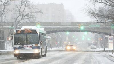 Gobernador Cuomo resalta que la tormenta de nieve que azota Nueva York l...