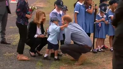 Este niño se robó los corazones de todos al tocar la barba del príncipe Harry