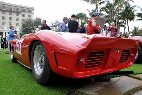 Este Ferrari de competencia tiene motor V6 de 1.9 litros que genera 210...