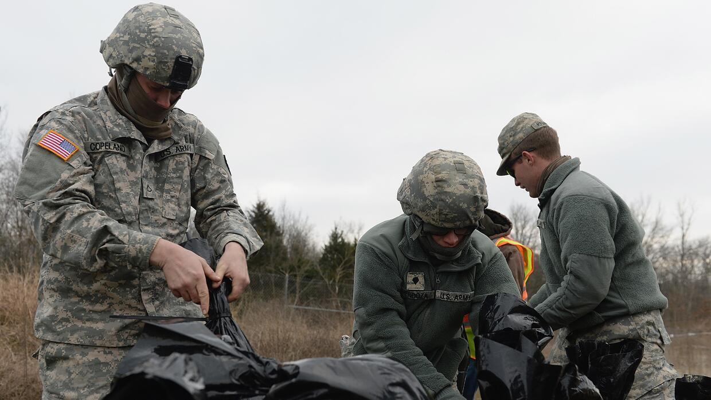 Miembros del US Army contribuyen con tareas de prevención